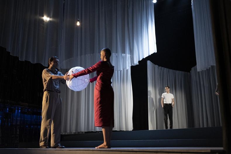 """Dlaczego warto wybrać się na spektakl """"Tramwaj zwany pożądaniem"""" Tennessee'a Williamsa w reżyserii Kuby Kowalskiego?"""